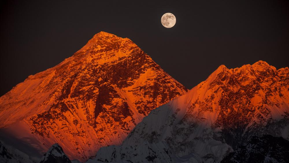 The moon on the snow-capped peaks wallpaper