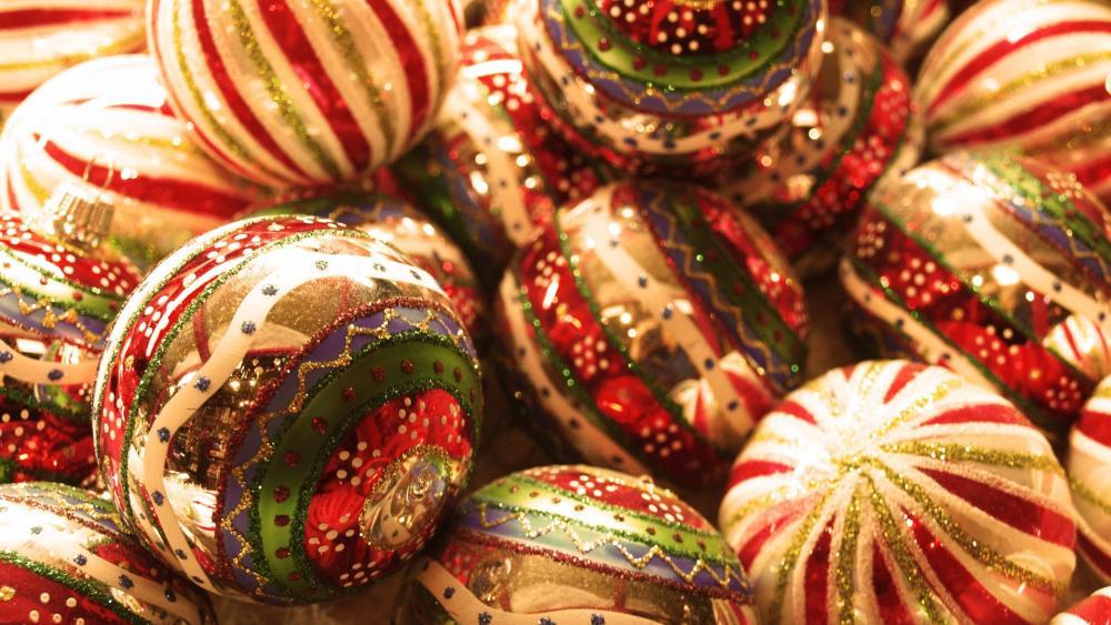Gold Christmas balls wallpaper