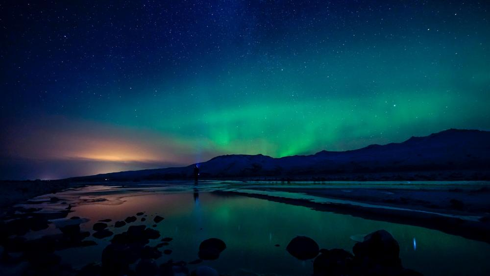 Aurora Borealis over Markarfljótsgljúfur Canyon (Iceland) wallpaper