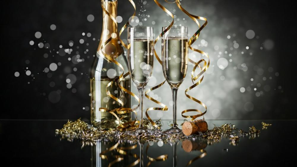 Glasses of champagne   wallpaper
