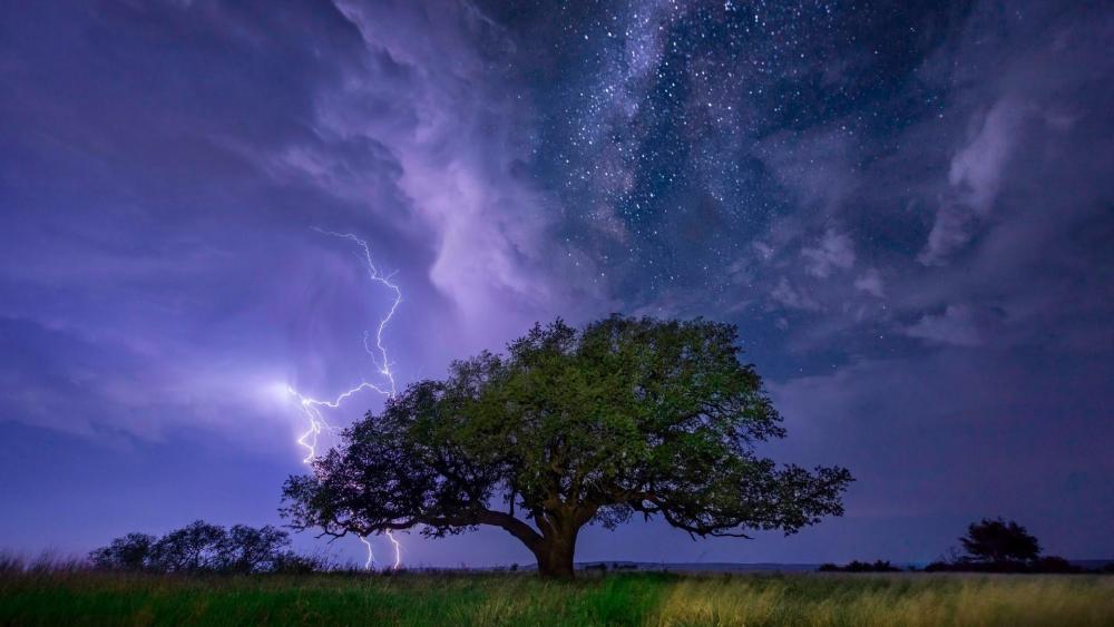 Lightning and Milky Way wallpaper