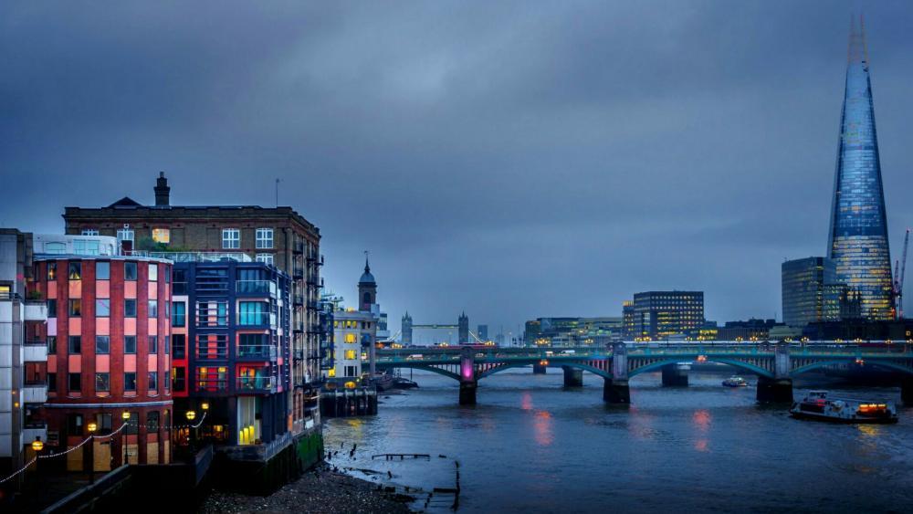 Misty London at dusk wallpaper