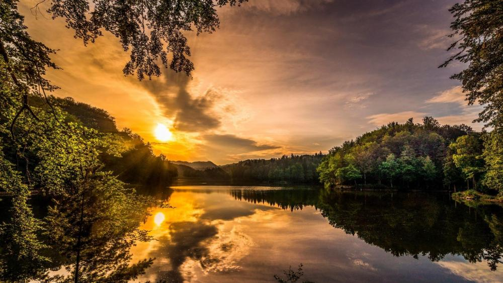 Lake Trakoscan at sunset (Croatia) wallpaper