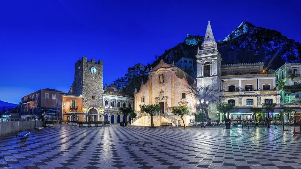 Taormina downtown at night wallpaper