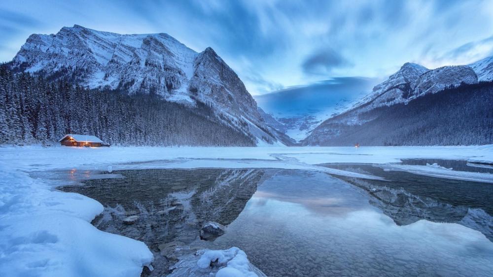 Lake Louise in winter wallpaper