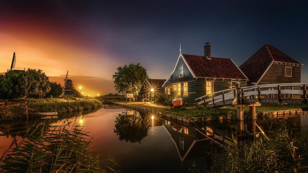 Canal reflection (Zaanse Schans, Zaandam, Netherlands) wallpaper