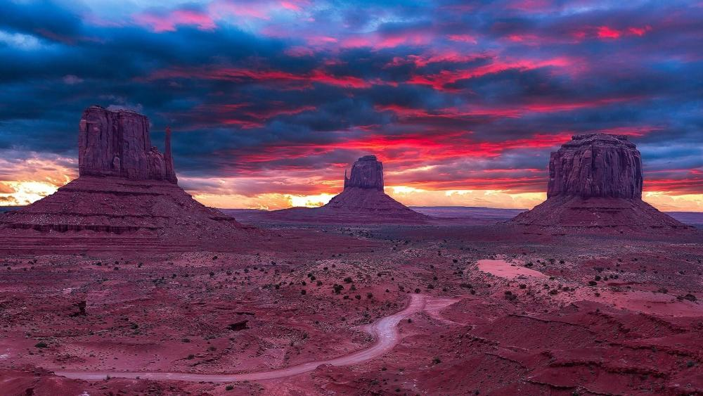 West and East Mitten Buttes (Monument Valley Navajo Tribal Park) wallpaper