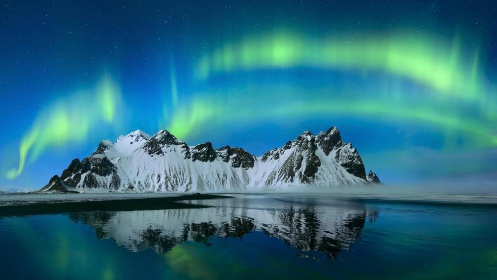 Vestrahorn Mountains Polar lights wallpaper