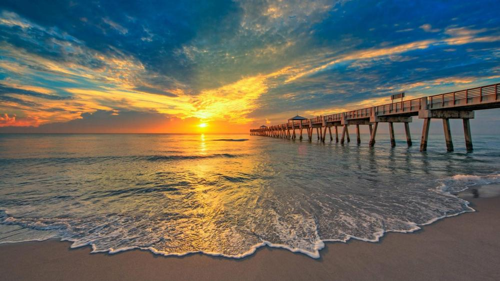 Juno Beach Pier in the morning glow, Florida wallpaper