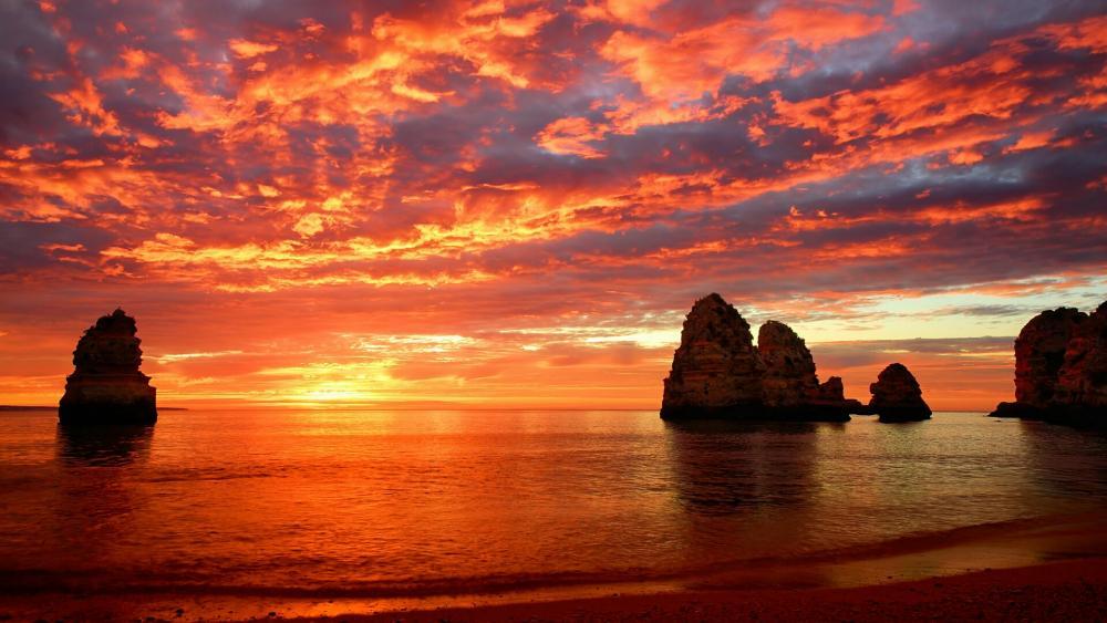 Orange sky above the ocean wallpaper