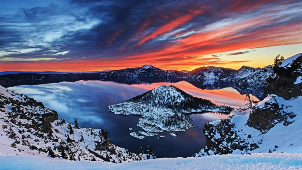 Amazing sky above Crater Lake wallpaper