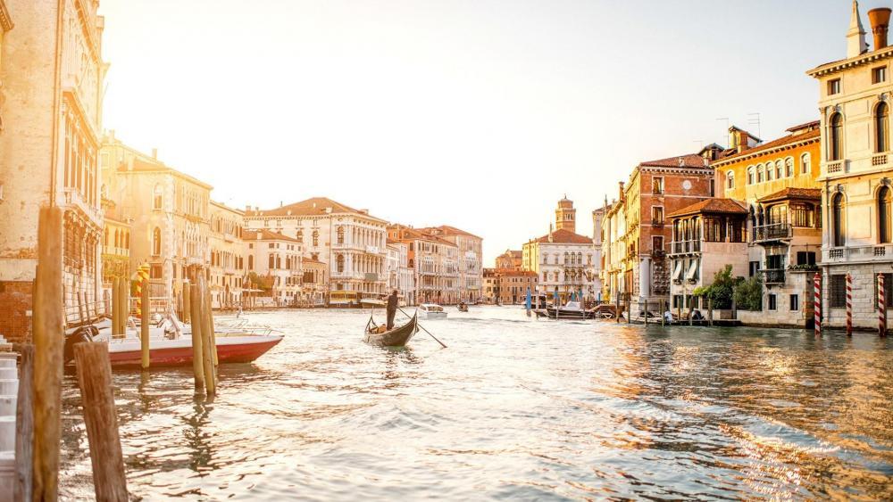 Gondola in Venice wallpaper