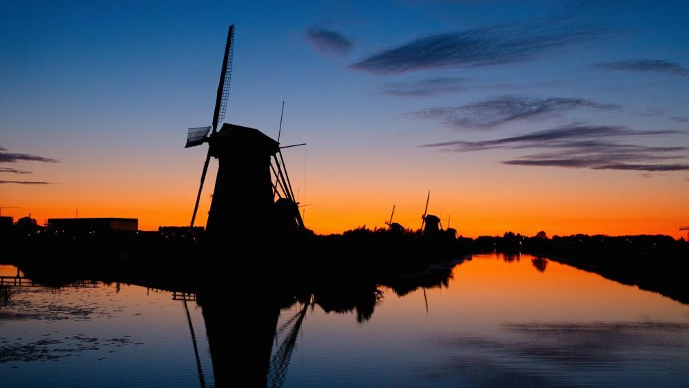 Windmills at Kinderdijk wallpaper
