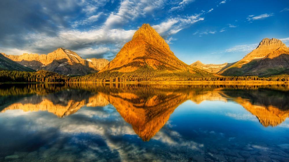 Swiftcurrent Lake Mount Grinnell reflection (Glacier National Park) wallpaper
