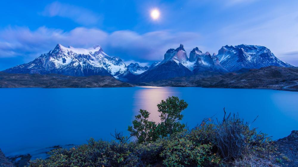 Lake Pehoé at night (Torres del Paine National Park) wallpaper