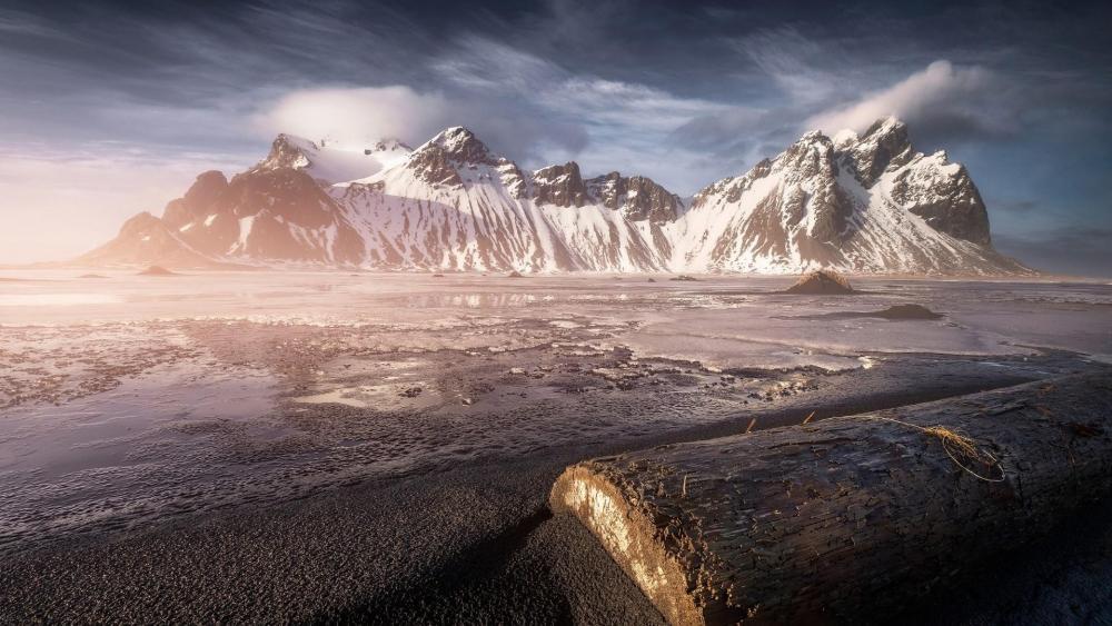 Vestrahorn Mountains (Vatnajökull National Park, Iceland) wallpaper