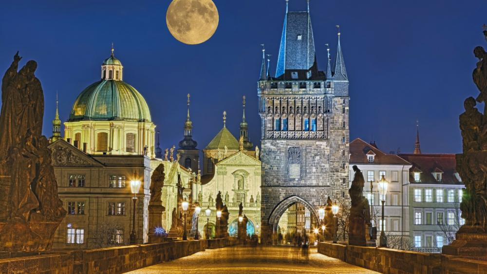 Charles Bridge and Old Town in Prague wallpaper