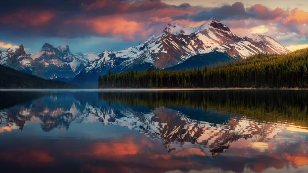 Maligne Lake reflection wallpaper