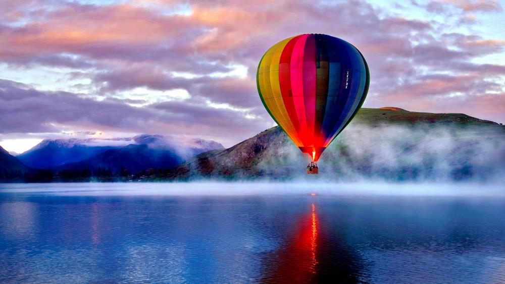 Hot Air Ballooning over Lake Hayes wallpaper