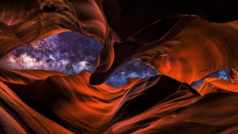 Milky way over Antelope Canyon wallpaper