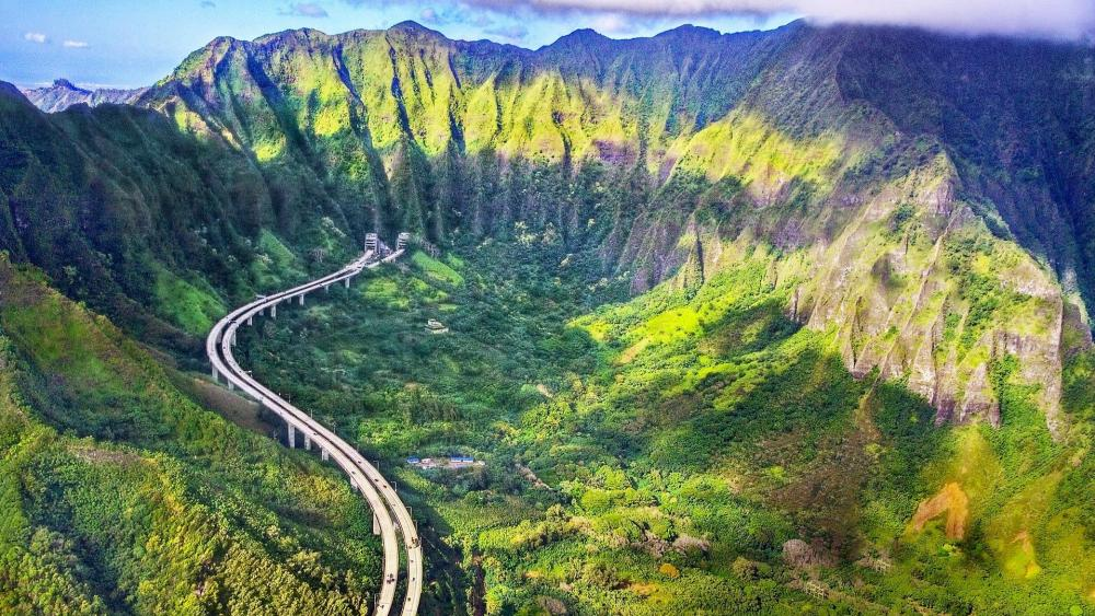 Pali Highway across Nuʻuanu Pali at the Hawaiian island of Oʻahu wallpaper