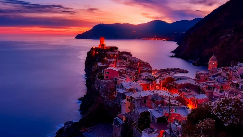 Vernazza at sunset(Cinque Terre, Italy) wallpaper