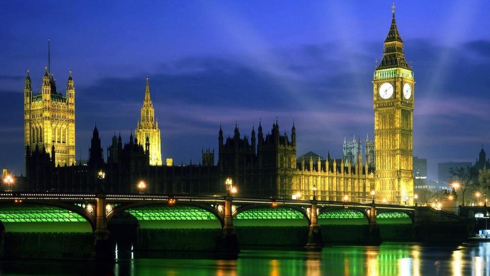 Westminster Bridge and Big Ben at night wallpaper