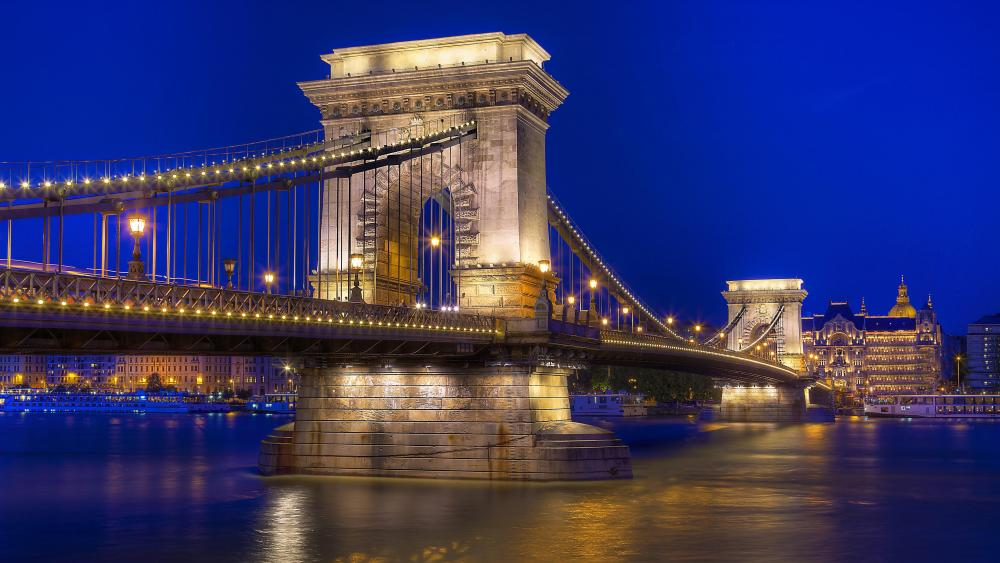 Széchenyi Chain Bridge (Budapest, Hungary) wallpaper
