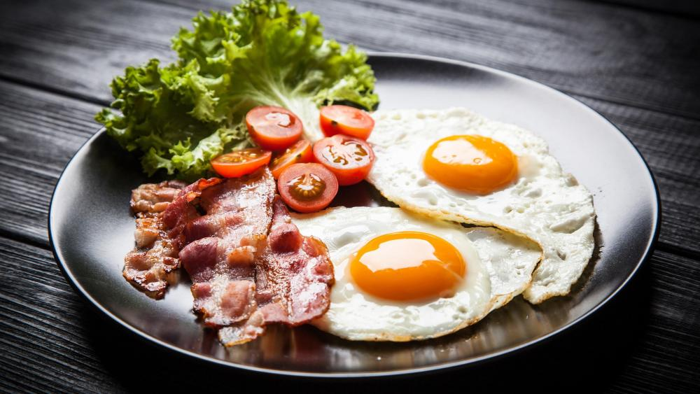 Fried egg with bacon wallpaper