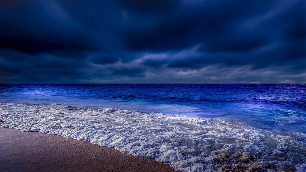 Cloudy dusk on the beach wallpaper
