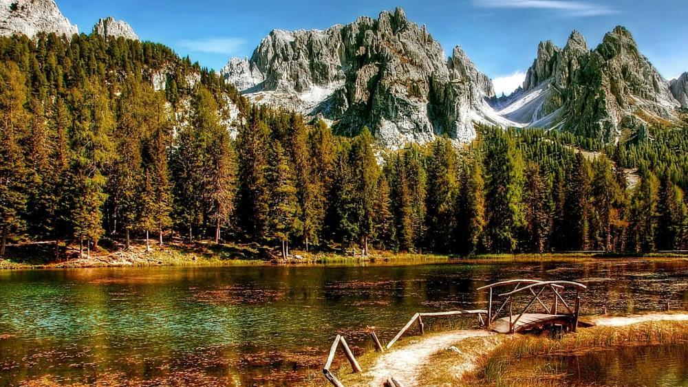 Lake Antorno in the Italian Dolomites wallpaper