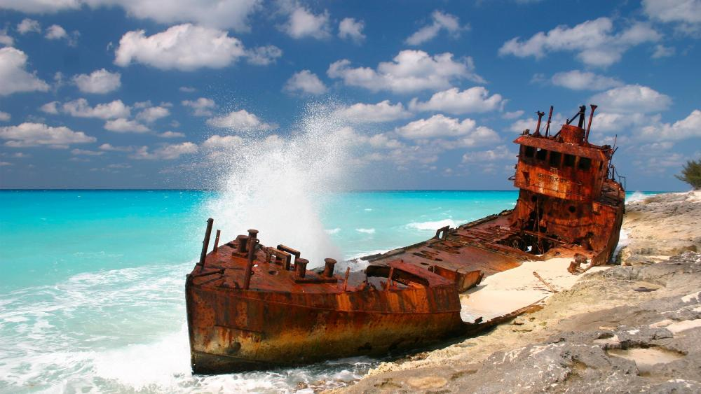 Shipwreck in the Bahamas wallpaper