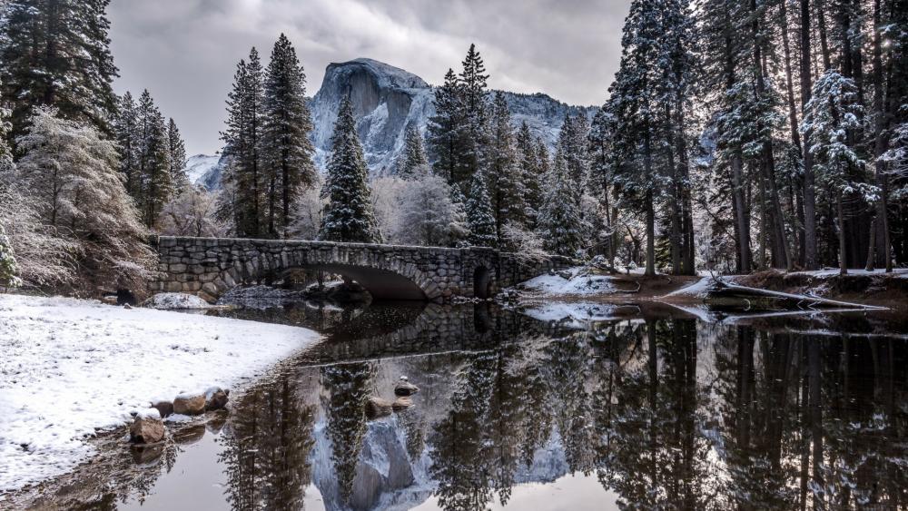 Clarks Bridge over Merced River (Yosemite National Park wallpaper