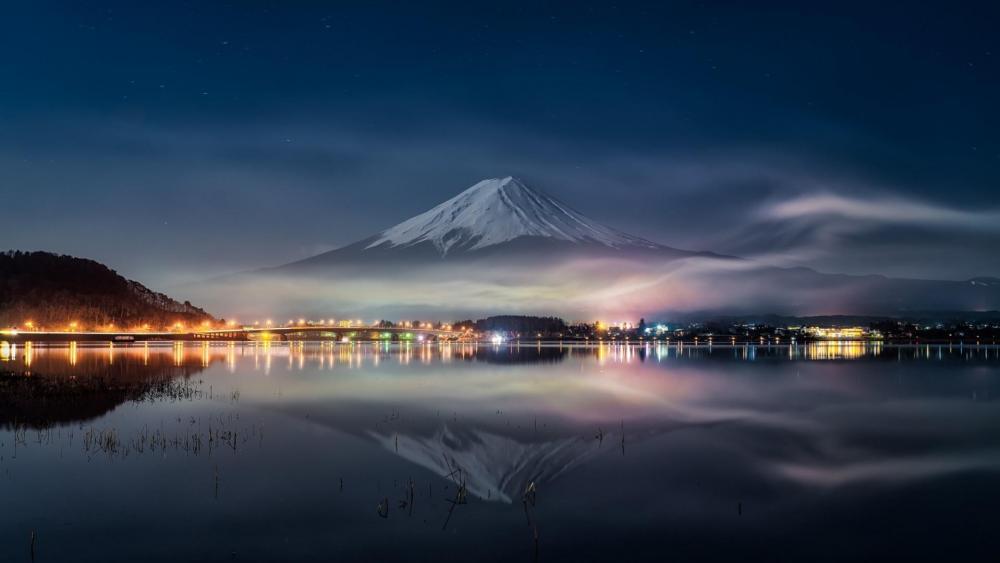 Mount Fuji reflected in Lake Kawaguchi at night (Japan) wallpaper