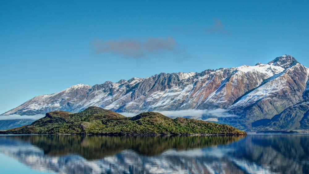 Lake Wakatipu and Pigeon Island wallpaper
