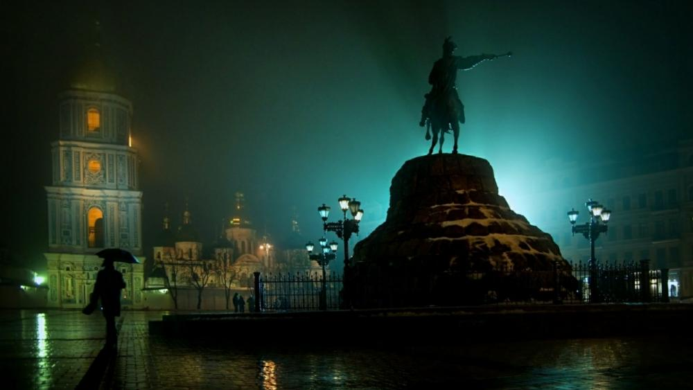 Bohdan Khmelnytsky Monument at night, Kiev wallpaper