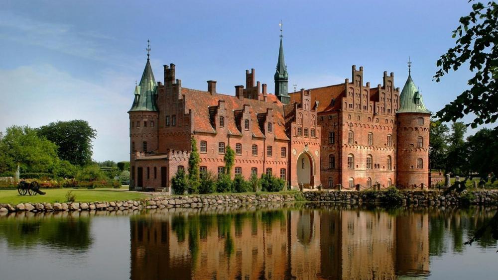 Egeskov Castle (Denmark) wallpaper
