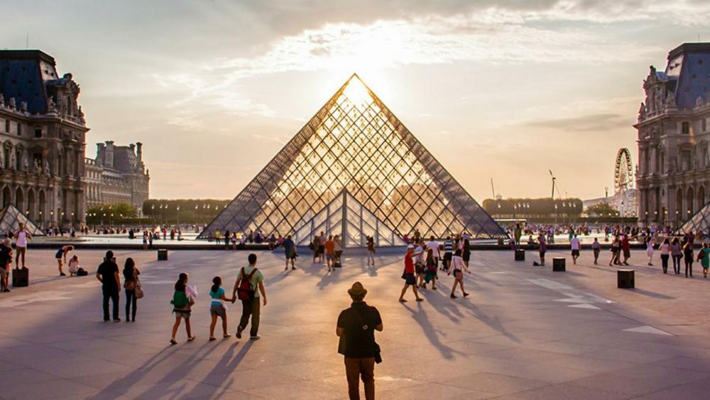Louvre Pyramid wallpaper