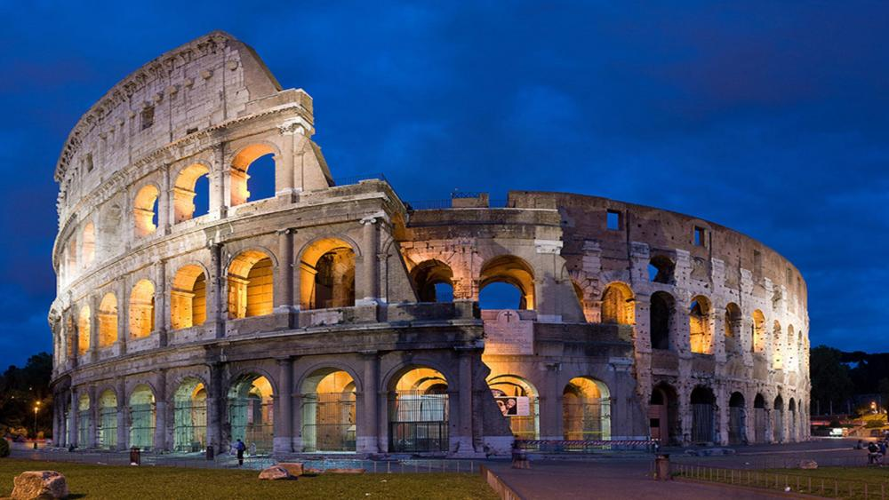 Colosseum at night (Rome, Italy) wallpaper