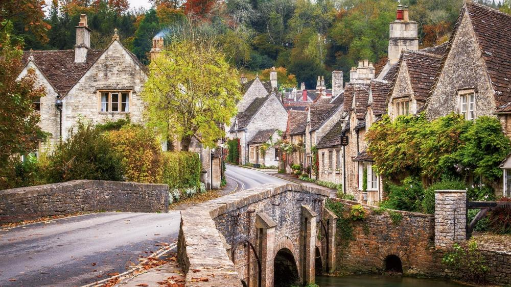 The charming Castle Combe (England) wallpaper