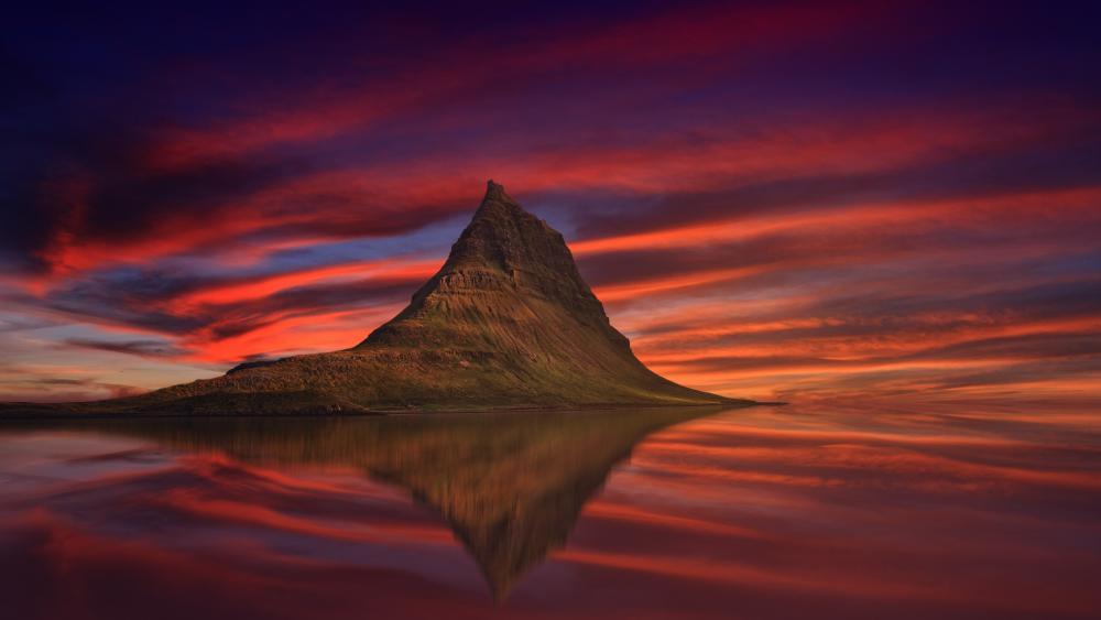 Kirkjufell reflection (Iceland) wallpaper