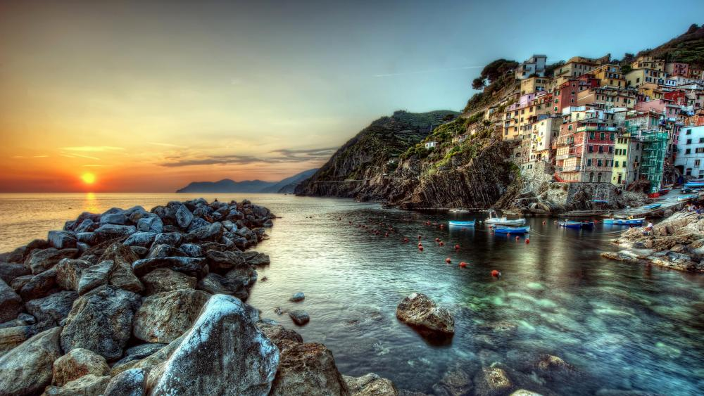Riomaggiore at sunset wallpaper