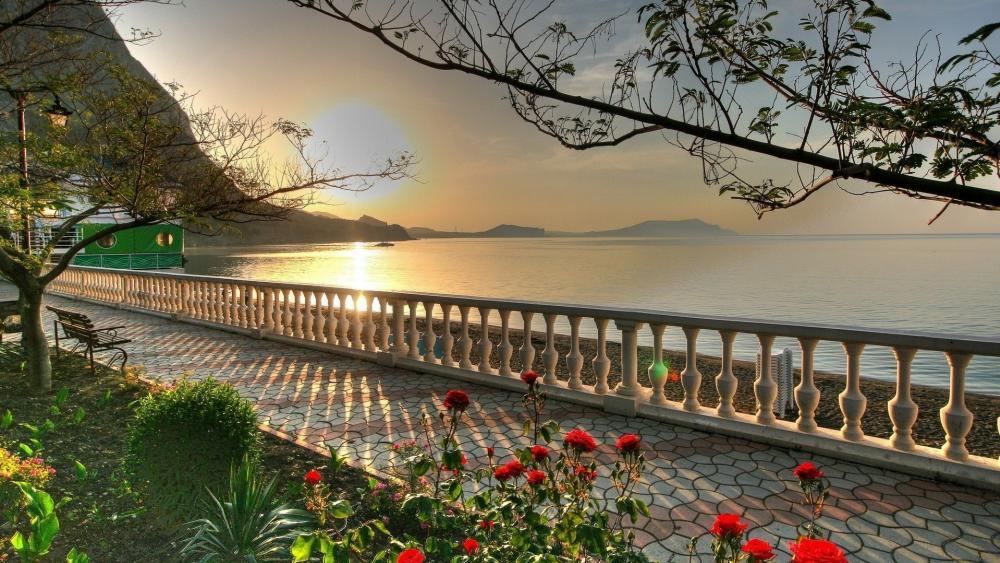 Sunset in Lake Garda wallpaper