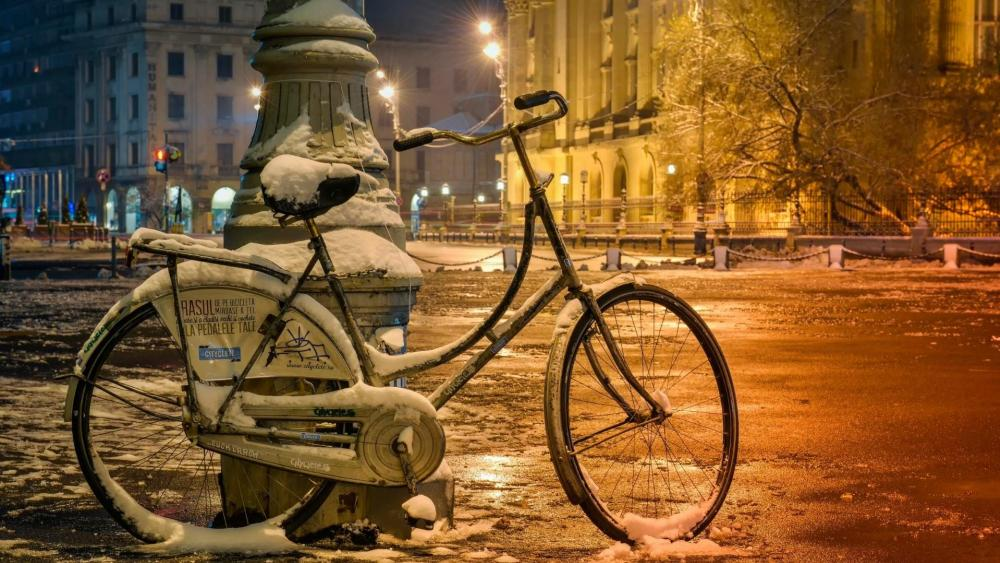 Snowy bicycle wallpaper