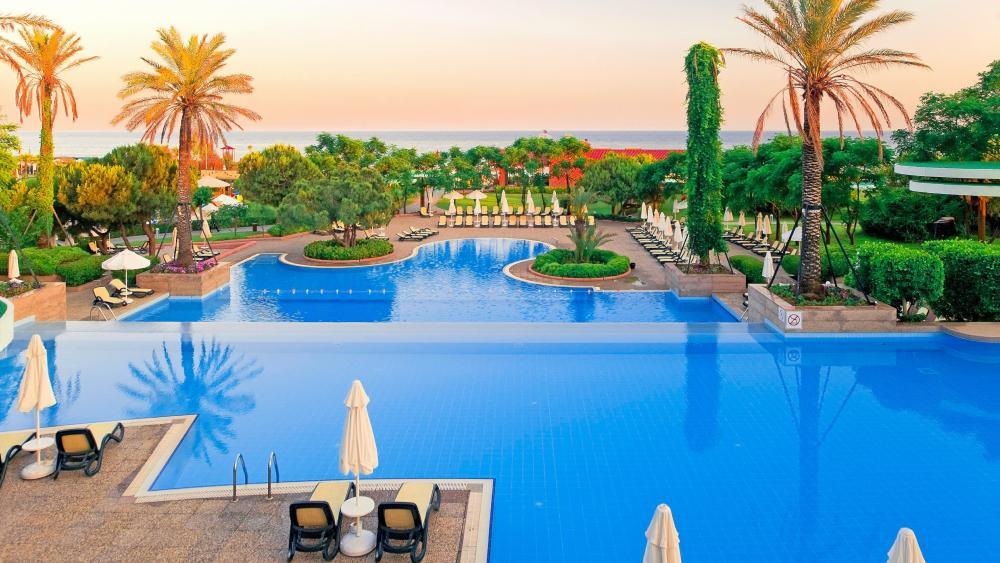 Swimming pool on the Turkish Riviera wallpaper