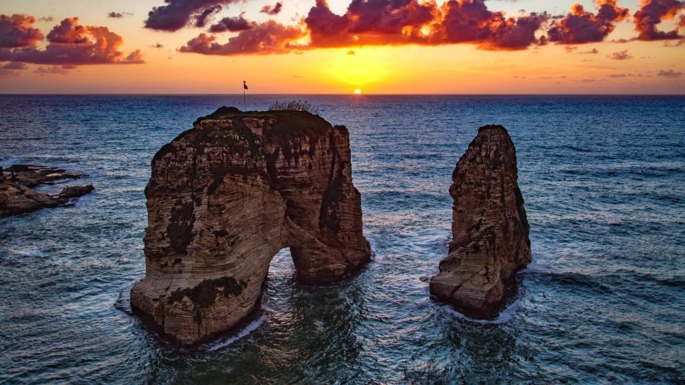 Pigeons' Rock (Beirut, Libanon) wallpaper