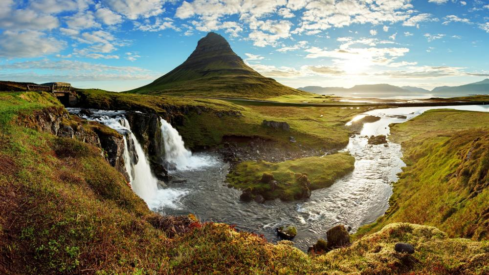Kirkjufell waterfalls and Kirkjufell Mountain (Iceland) wallpaper