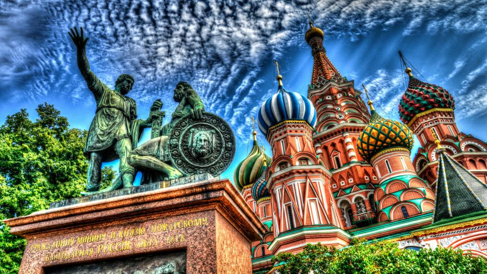 Saint Basil's Cathedral and bronze statue (Moscow) wallpaper