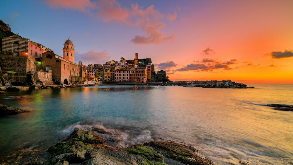 Vernazza at sundown (Cinque Terre, Italy) wallpaper