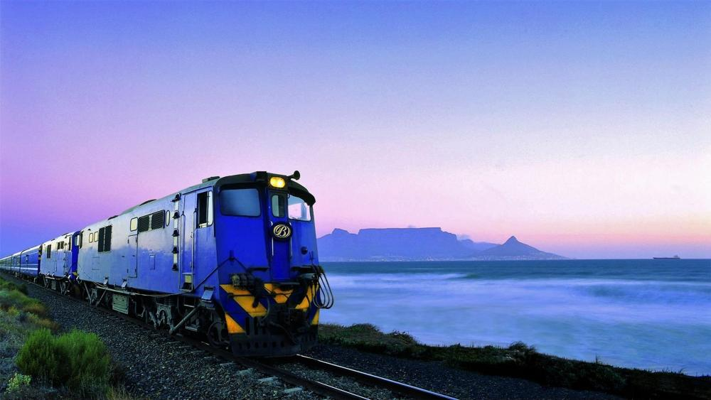 Train at Table Mountain wallpaper